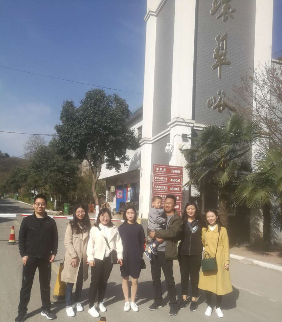 河南振山律师事务所组织律师党员到 环翠峪革命老区参观学习